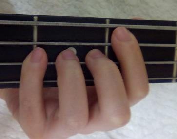 ベースピック弾きのミュートのやり方!開放弦使うときのコツは?